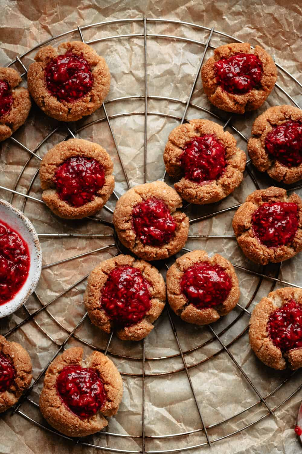 "PALEO RASPBERRY CHIA THUMBPRINT COOKIES - INGREDIENTSFOR THE COOKIES:2 1/2 cups almond flour1/2 cup melted coconut oil3 tb maple syrup1/2 tsp cinnamonFOR THE RASPBERRY FILLING""1 pint fresh raspberries1 tb chia seeds1 tb maple syrup1/2 tsp melted coconut oil"