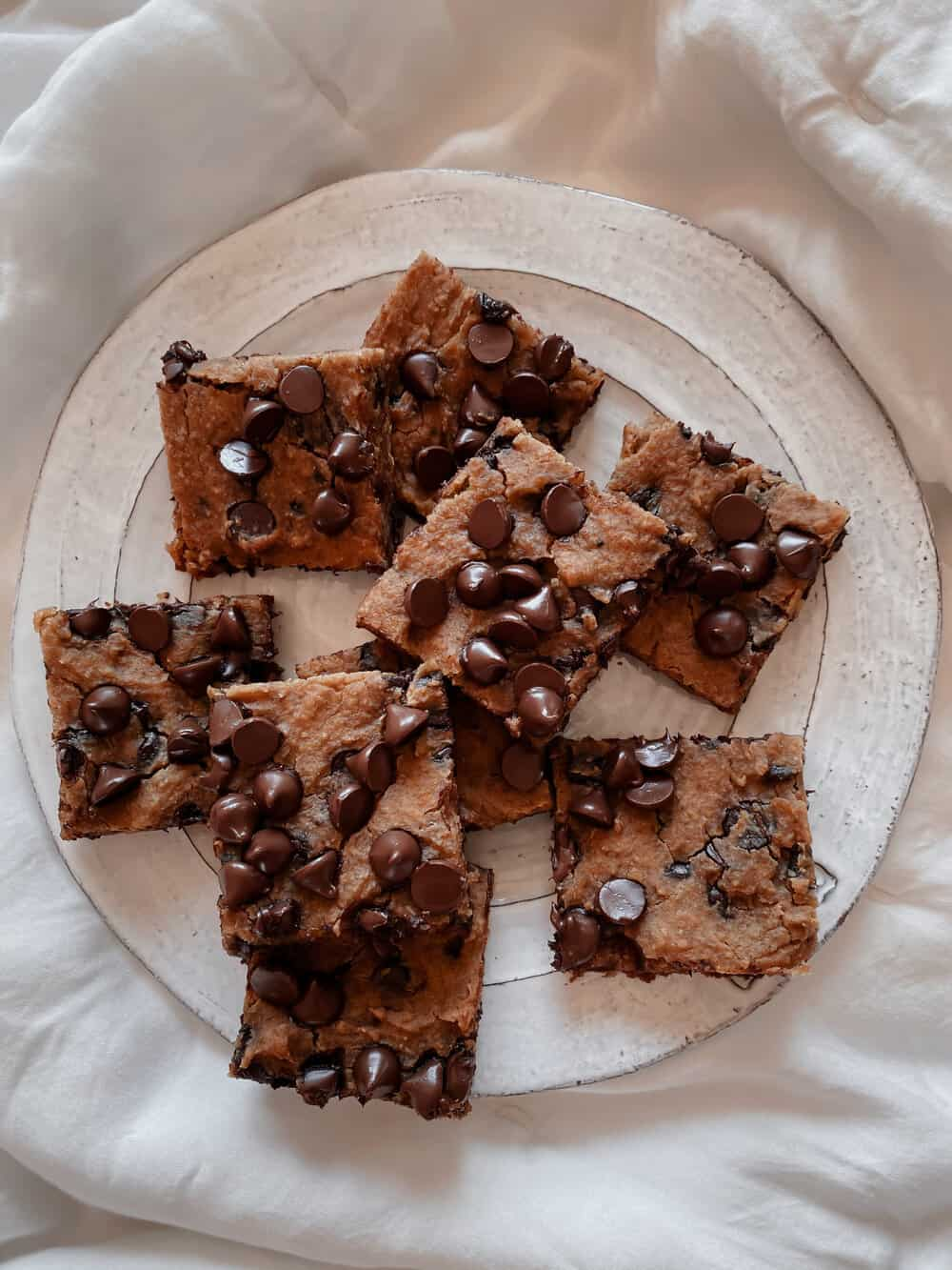CHICKPEA PEANUT BUTTER BANANA BLONDIES - INGREDIENTS1/4 almond flour (or oat flour)1 (14.5 oz) can garbanzo beans, rinsed1 ripe banana1/3 cup maple syrup1/2 cup peanut butter1/2 teaspoon baking powder1/2 teaspoon baking soda3/4 teaspoon cinnamon3/4 cup dairy free chocolate chips