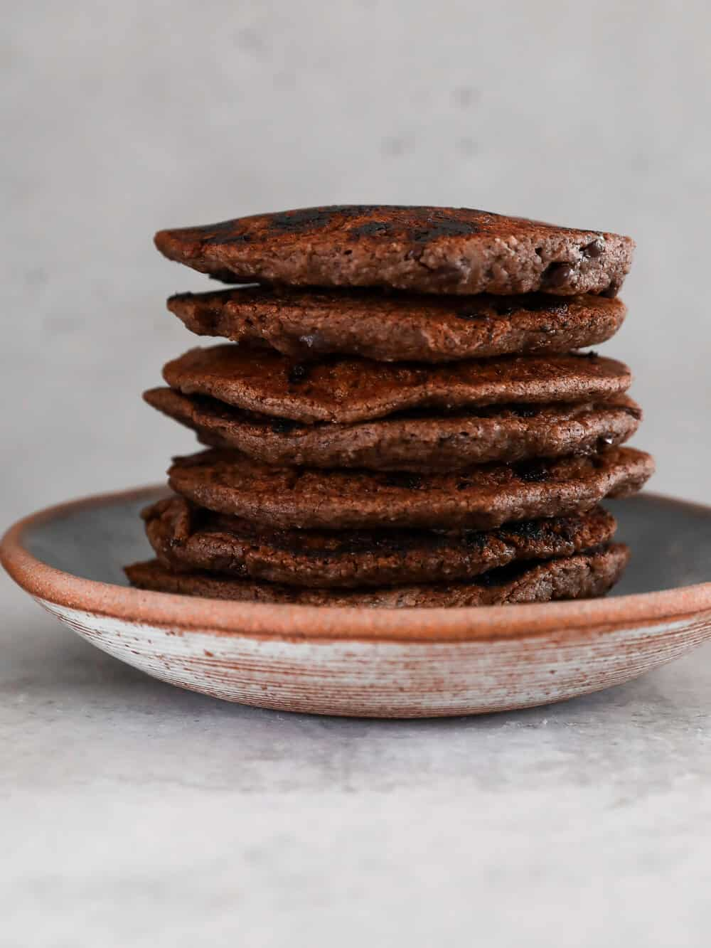FLUFFY BANANA CHOCOLATE CHIP PANCAKES - INGREDIENTS3/4 cup oat flour2 tablespoons cacao or cocoa powder2 teaspoons coconut oil3/4 cup almond milk1 ripe banana1 teaspoon baking powder1 teaspoon vanilla extract1/2 cup dairy free chocolate chips