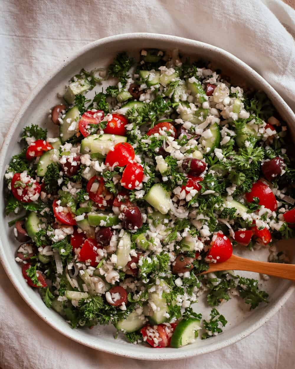GRAIN FREE TABOULEH SALAD - INGREDIENTS3 cups grated cauliflower (about one medium head)1/4 cup chopped scallions1/4 cup chopped fresh mint3 Persian cucumbers, diced (no need to peel)1 cup cherry tomatoes, halved3/4 cup kalamata olives, pitted and chopped1 bunch parsley, washed and chopped roughly1 clove garlic, mashed1/3 cup olive oil1 tsp sea salt1 tsp ground pepper1 lemon, juiced