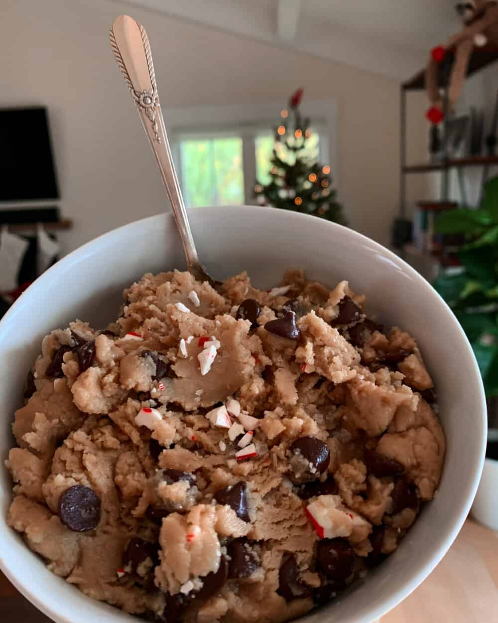 PEPPERMINT TAHINI CHOCOLATE CHIP COOKIE DOUGH - INGREDIENTS1 cup almond flour1 cup Soom Foods Tahini1/2 cup maple syrup1 flax egg (1 tb ground flax + 3 tb water)1 scoop collagen peptides (optional)1 tsp baking soda1 cup dairy free chocolate chips1 tsp peppermint extract1 crushed candy cane