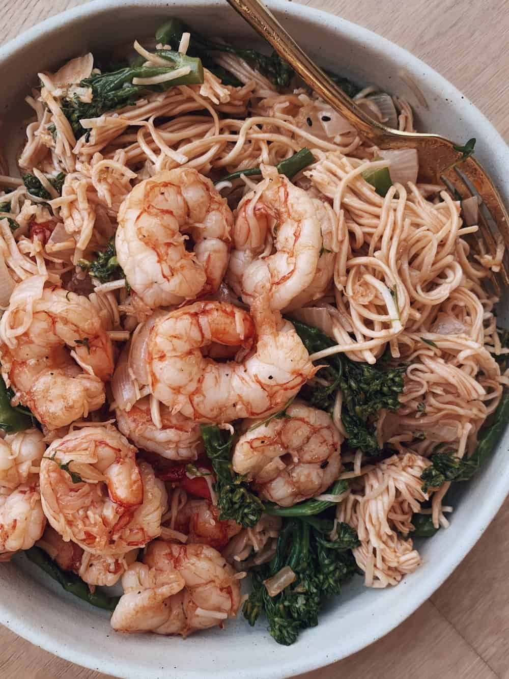 BROCCOLI SHRIMP RAMEN - INGREDIENTS1 1/2 pounds wild caught shrimp2 cups broccoli florets1/2 onion, roughly chopped4 cloves garlic, mashed2 tb olive oil (or avocado oil)2 tb coconut aminos (or 1 tb soy sauce)3 packages Mike's Mighty Good ramen (discard the flavor packets for this recipe)3/4 cup water (or vegetable broth or bone broth)