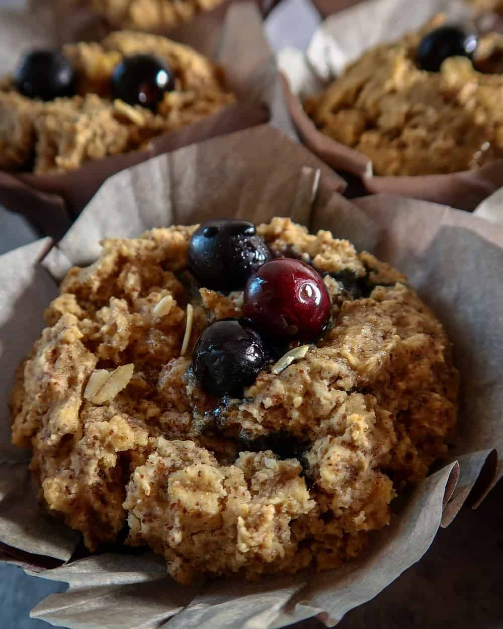 BLUEBERRY OATMEAL MUFFINS - INGREDIENTS1 1/4 cup almond flour 1 cup gluten free rolled oats 3/4 cup gluten free flour (I use Bob's Red Mill 1:1 gluten free flour but any flour should work)1 cup non dairy milk (i use almond milk)1/2 cup maple syrup 2 tsp vanilla extract1/4 cup coconut oil, melted and cooled (avocado oil works well too!)2 tsp baking powder1/4 tsp baking sodapinch of sea salt1 cup fresh blueberries