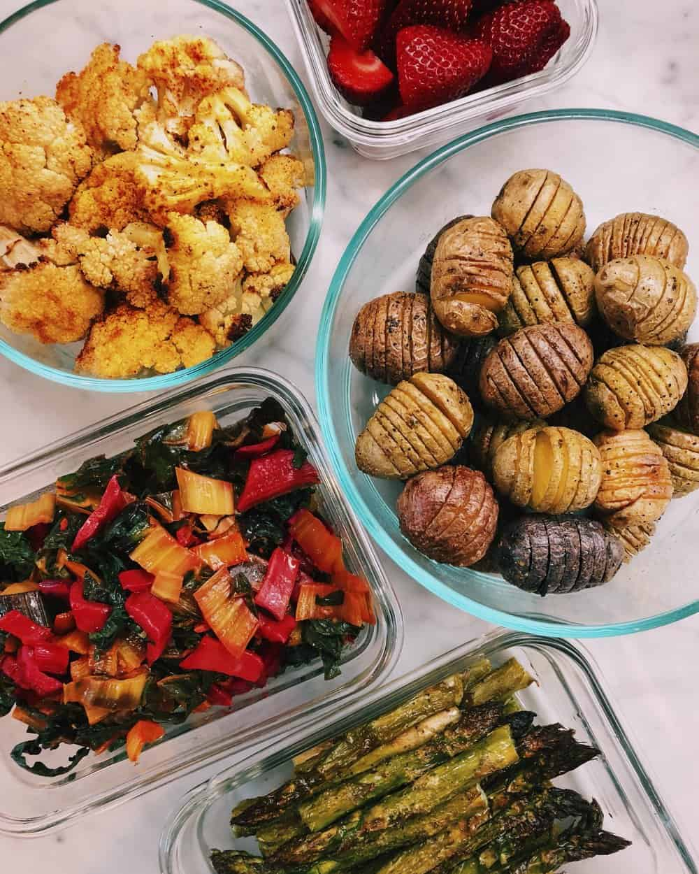 MEAL PREP: THE KALEJUNKIE DISH - There are people in the world who LOVE meal prep, and they can't go even Sunday without preparing a lavish spread of meals to last the week. For me, I hate it. There—I said it. I don't enjoy cooking a week's worth of food in advance, for so many reasons.