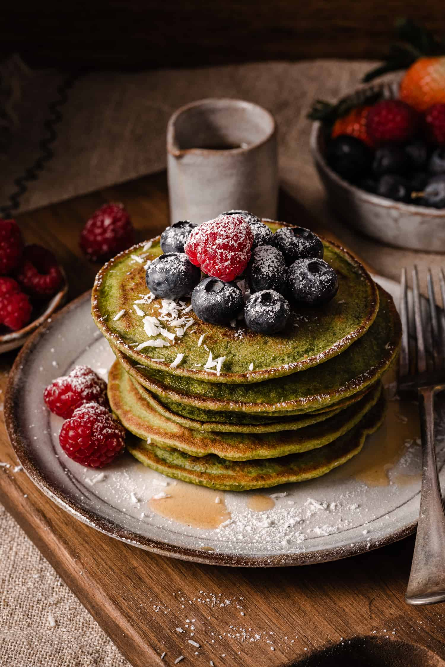 Super easy and quick healthy green pancakes with berries